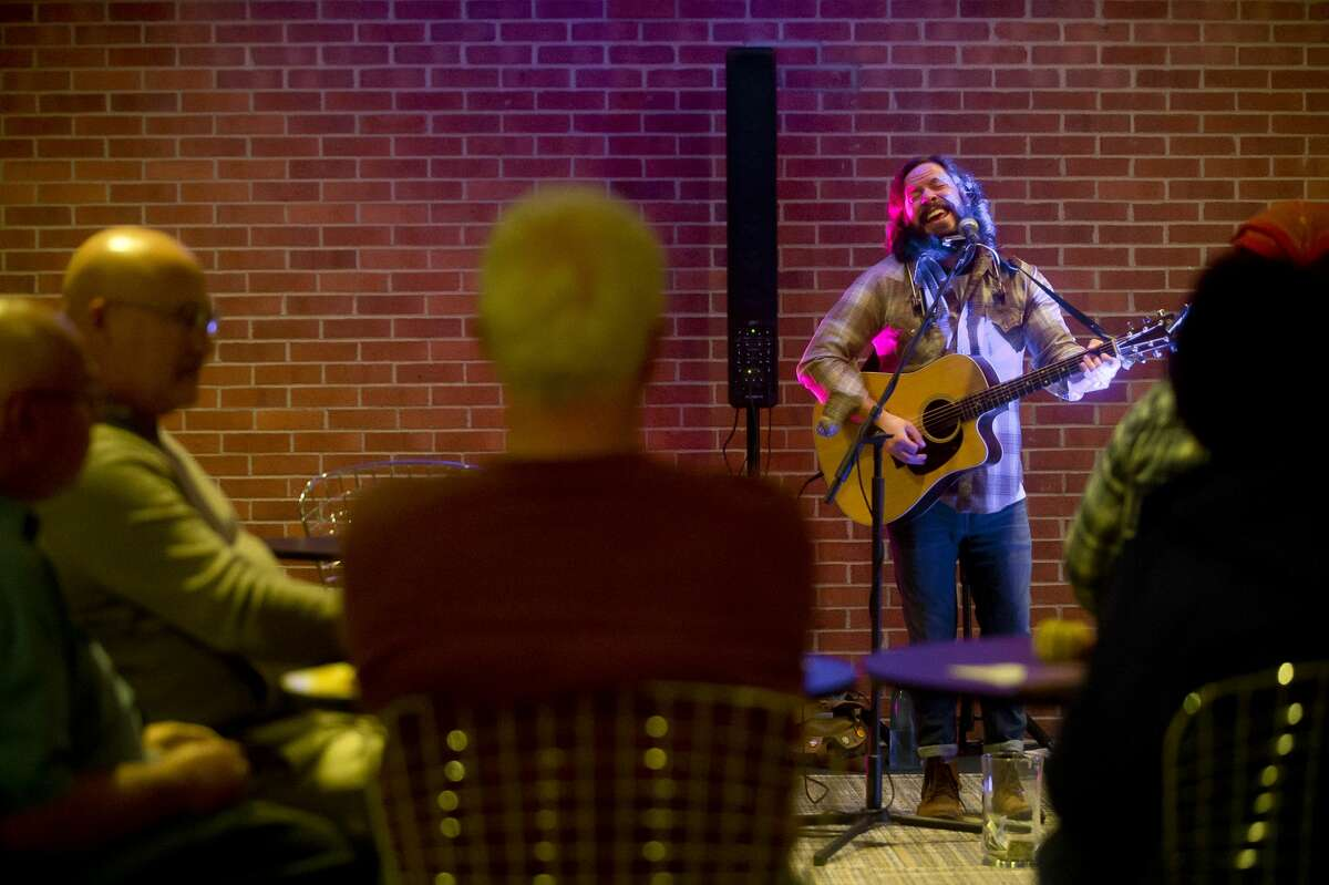 Brett Mitchell performs as part of the Midland Center for the Arts Uncorked Series on Thursday, Nov. 16, 2017 in the Saints and Sinner Lounge. (Katy Kildee/kkildee@mdn.net)