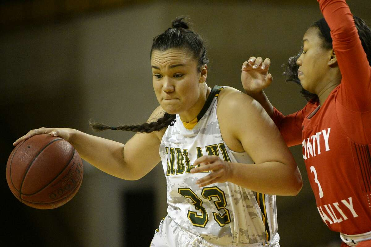 Midland College's Matangiroa Flavell (33) dribbles against Trinity Valley's Alaysia Ready (3) on Nov. 16, 2017, at Chaparral Center. James Durbin/Reporter-Telegram