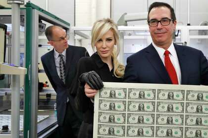 Pose by Treasury secretary, wife prompts rounds of internet