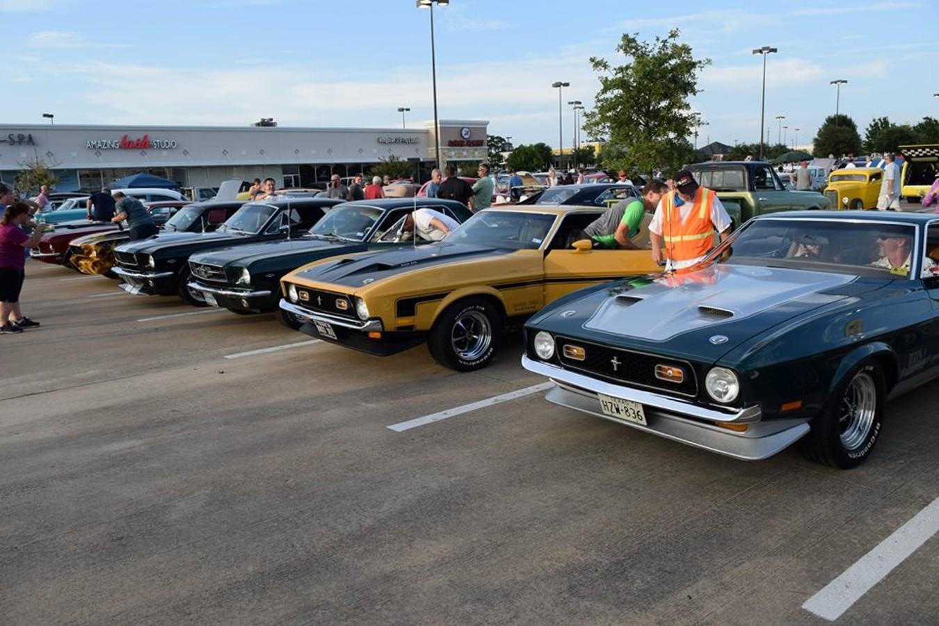 Heidi's customs & classics: Niftee 50ees Car Show lineup includes quality custom, classic cars