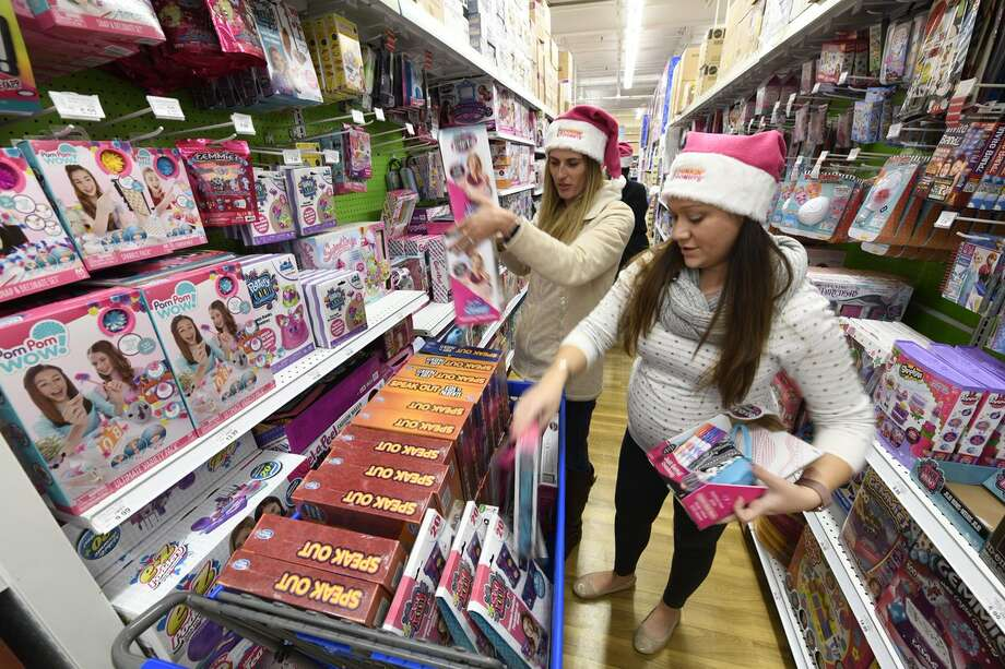 Toys For Tots Volunteer : Volunteers snap up gifts for toys tots train houston