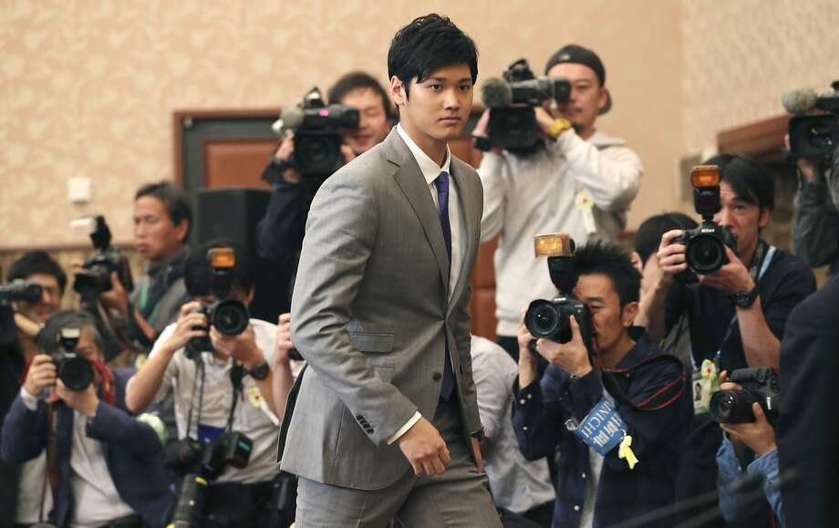 Japanese pitcher-outfielder Shohei Ohtani arrives for a press conference at Japanese National Press Center in Tokyo, Saturday, Nov. 11, 2017. Photo: Koji Sasahara, Associated Press