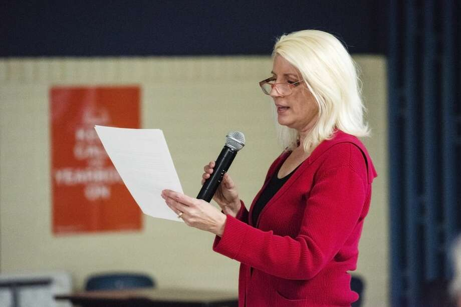 Annette Glenn reads a letter from her husband, Representative Gary Glenn, during a wind energy informational meeting sponsored by Ingersoll Township Concerned Citizens, on Thursday at Bullock Creek High School  (Danielle McGrew Tenbusch/for the Daily News) Photo: (Danielle McGrew Tenbusch/for The Daily News)