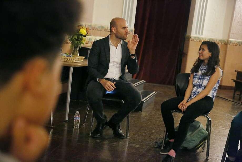 Tenor Michael Fabiano talks with students in the ArtSmart program at James Lick Middle School San Francisco. Photo: Lea Suzuki, The Chronicle