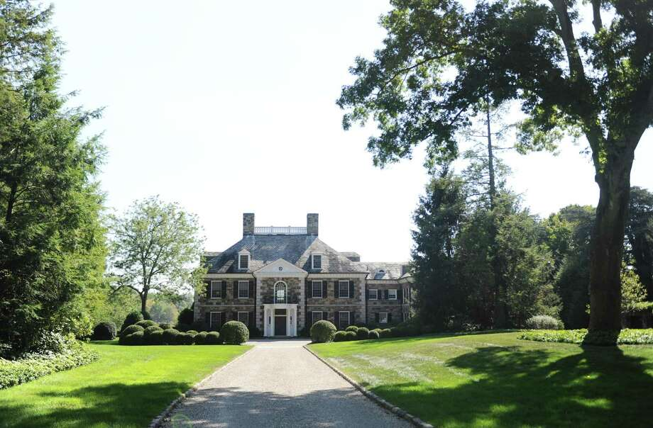 The Georgian colonial mansion on Oneida Drive in Greenwich, Conn., photographed here on Wednesday, Oct. 4, 2017, recently sold for more than $20 million. The 9,780 sq. ft. home sits on nearly four acres in a gated community on Indian Harbor. Photo: Tyler Sizemore / Hearst Connecticut Media / Greenwich Time