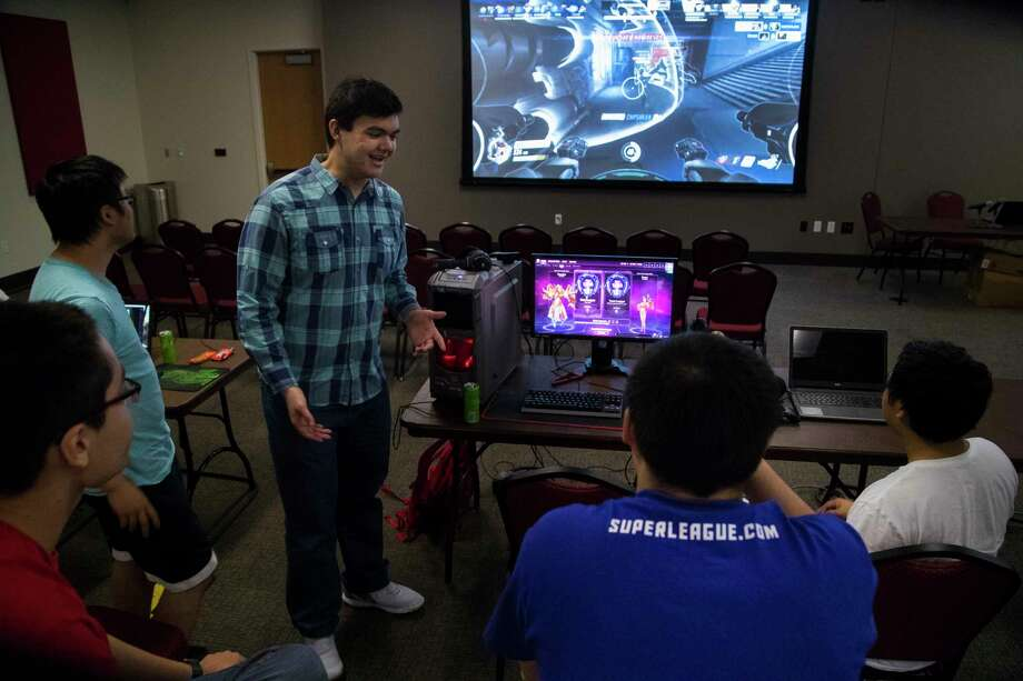 Nicholas Johnson, center, 20, talks about the OverWatch World Cup 2017 semi-finals with Jerry Huir, left, 18, Ken Shop, 19, Jimmy Chan, 22, and Shane Promsaka, 20, at the University of Houston, Saturday, Nov. 4, 2017, in Houston. ( Marie D. De Jesus / Houston Chronicle ) Photo: Marie D. De Jesus, Staff / © 2017 Houston Chronicle