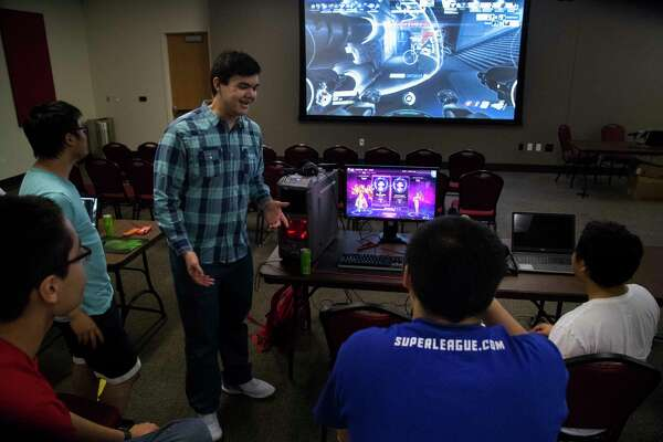 Nicholas Johnson, center, 20, talks about the OverWatch World Cup 2017 semi-finals with Jerry Huir, left, 18, Ken Shop, 19, Jimmy Chan, 22, and Shane Promsaka, 20, at the University of Houston, Saturday, Nov. 4, 2017, in Houston. ( Marie D. De Jesus / Houston Chronicle )