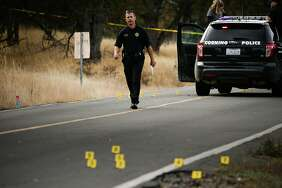 A police officer walks near one of the crime scenes after a shooting rampage in Rancho Tehama Reserve (Tehama County) that killed five people last week.