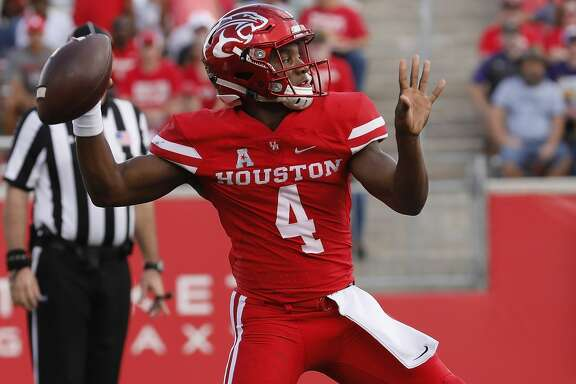 HOUSTON, TX - NOVEMBER 04:  D'Eriq King #4 of the Houston Cougars throws a pass in the first quarter against the East Carolina Pirates at TDECU Stadium on November 4, 2017 in Houston, Texas.  (Photo by Tim Warner/Getty Images)