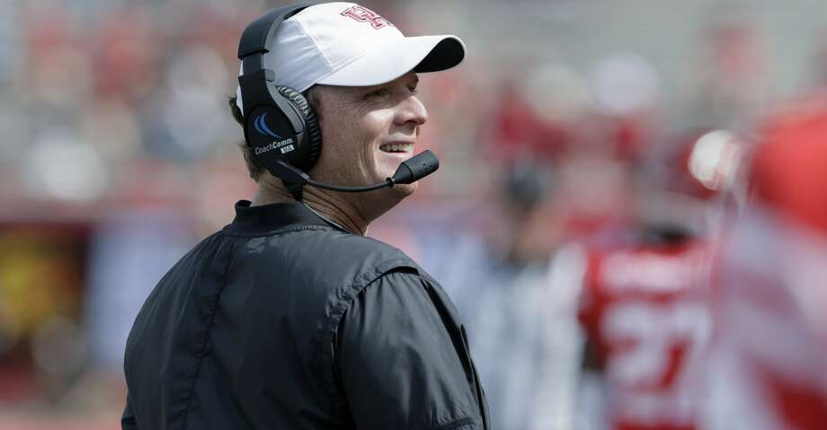 Houston coach Major Applewhite got good news on Friday when Lewisville Hebron quarterback Clayton Tune scheduled an official visit to UH next month. The Cougars lost a QB recruit to Syracuse this week. Photo: Michael Wyke/Associated Press