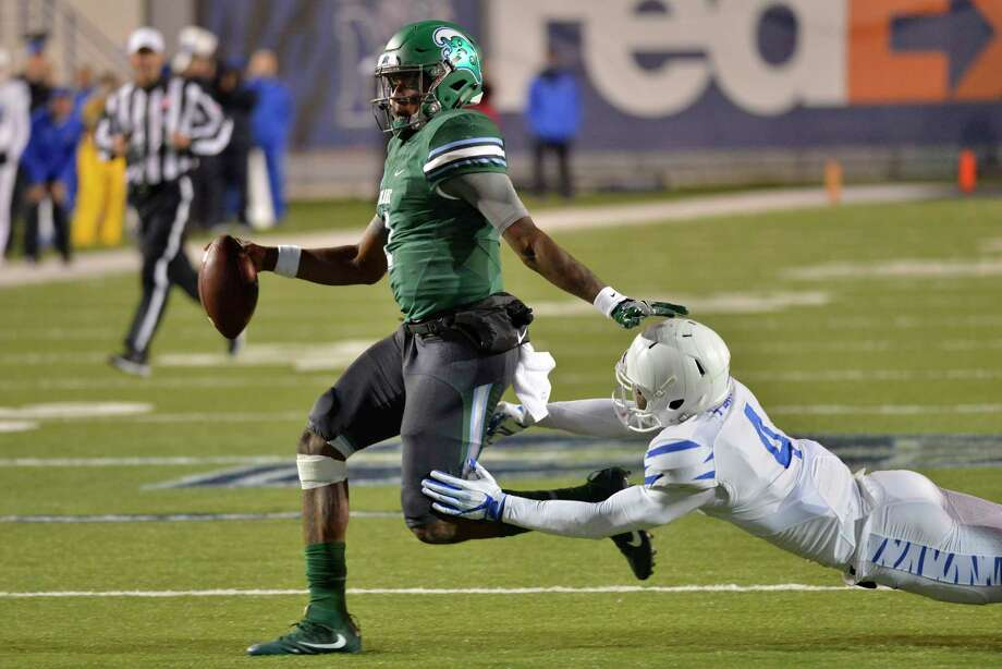 Tulane quarterback Jonathan Banks (1) is the catalyst of the Green Waves' option attack and is the second-leading rusher on the team with 476 yards. Photo: Brandon Dill, FRE / FR171250 AP