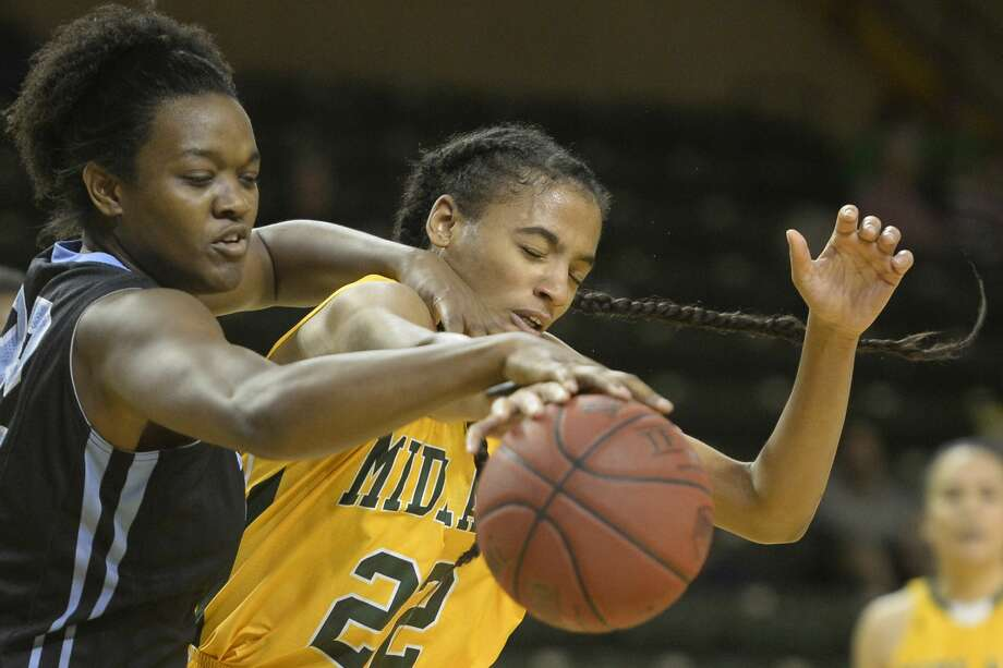 Midland College's Paige Robinson (22) goes after a rebound against Odessa College's Leticia Soares (32) on Nov. 17, 2017, at Chaparral Center. James Durbin/Reporter-Telegram Photo: James Durbin