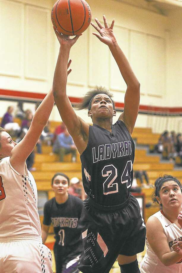 Willis' Sha Richardson (24) shoots for the basket during the high school girls basketball game against Caney Creek on Tuesday, Jan. 12, 2016, at Caney Creek High School. To view more photos from the game, go to HCNPics.com. Photo: Michael Minasi, Photographer / Internal