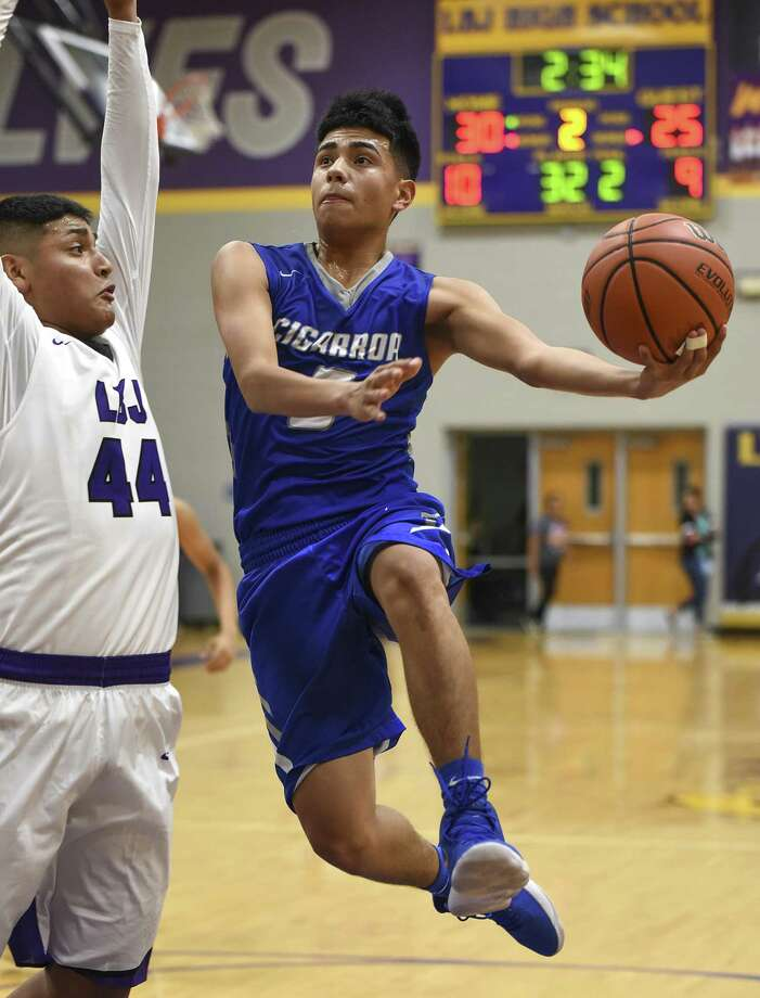 Ismael Benavides scored 26 points for LBJ in a pair of wins Friday as the Wolves advanced to face Dilley at 3:30 p.m. Saturday in the championship game of the Pearsall Tournament. Photo: Danny Zaragoza /Laredo Morning Times File