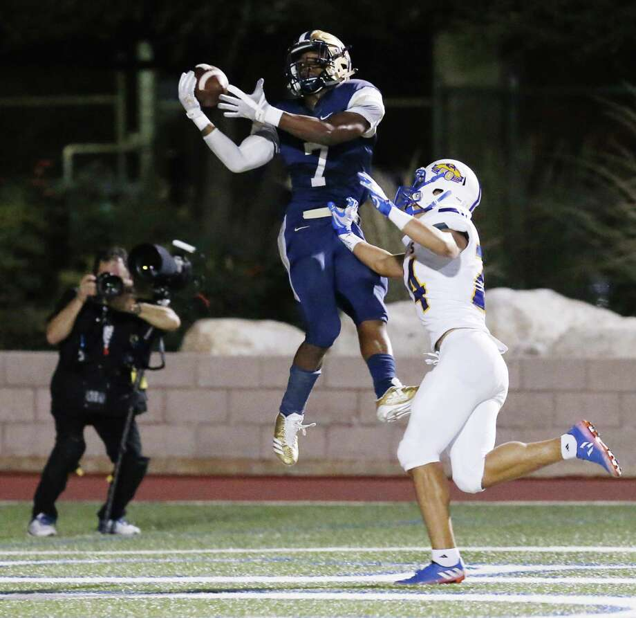 O'Connor's Millard Bradford (07) makes a catch in the end zone for a touchdown against Clemens' Jackson Macias (24) during their Class 6A Division I bidistrict high school football playoff game at Farris Stadium on Friday, Nov. 17, 2017. (Kin Man Hui/San Antonio Express-News) Photo: Kin Man Hui, Staff / San Antonio Express-News / ©2017 San Antonio Express-News