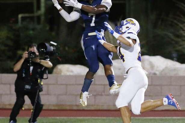 O'Connor's Millard Bradford (07) makes a catch in the end zone for a touchdown against Clemens' Jackson Macias (24) during their Class 6A Division I bidistrict high school football playoff game at Farris Stadium on Friday, Nov. 17, 2017. (Kin Man Hui/San Antonio Express-News)
