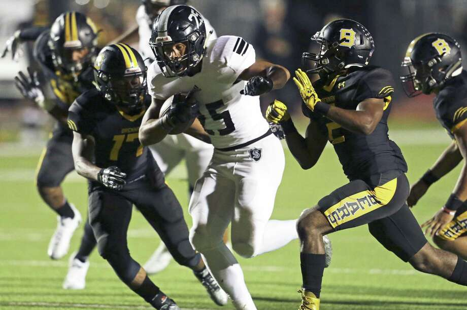 Knight running back Brenden Brady emerges from a line of tacklers as Steele plays Brennan at Gustafson Stadium in the first round of 6A football playoffs on Nov.17, 2017. Photo: Tom Reel /San Antonio Express-News / 2017 SAN ANTONIO EXPRESS-NEWS