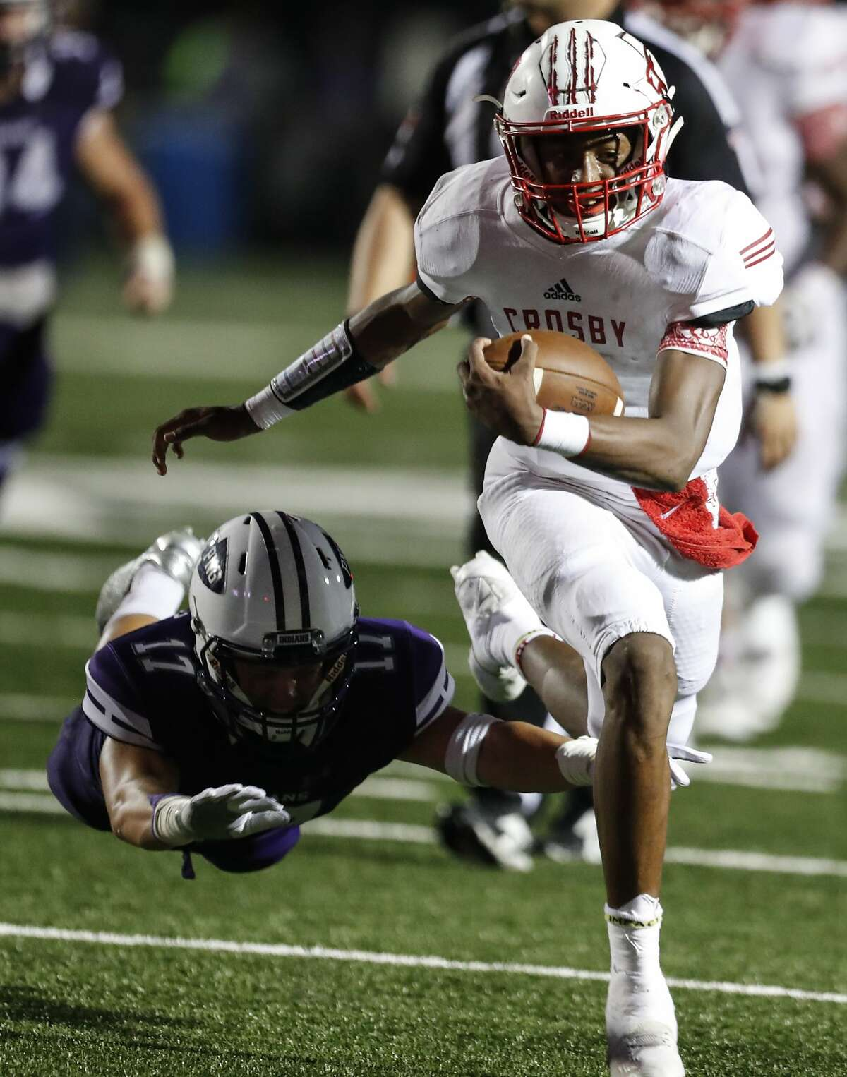 Crosby quarterback Jaiden Howard (7) runs past Port Neches-Groves defensive back Zane Hernandez (17) during the fourth quarter of a Class 5A bi-district playoff football game at Stallworth Stadium on Friday, Nov. 17, 2017, in Baytown. Port Neches-Groves advanced in the playoffs with a 72-69 win. ( Brett Coomer / Houston Chronicle )