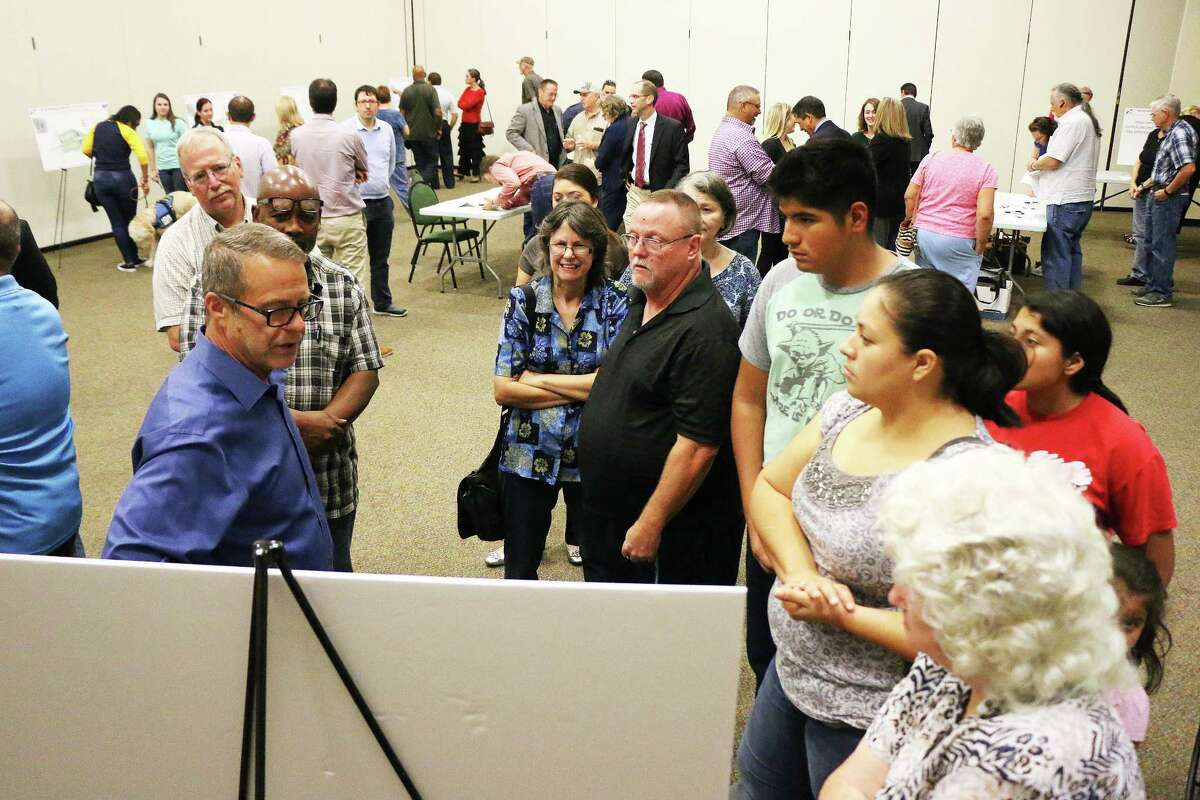 A couple of hundred residents turned out to see the information presented on the new Grand Parkway that is slated for a mid-2018 groundbreaking. Officials from GPI were on hand to answer questions.