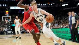 San Antonio Spurs forward Davis Bertans drives around Chicago's Bobby Portis during a Nov. 11, 2017 game in San Antonio. San Antonio won 133-94.