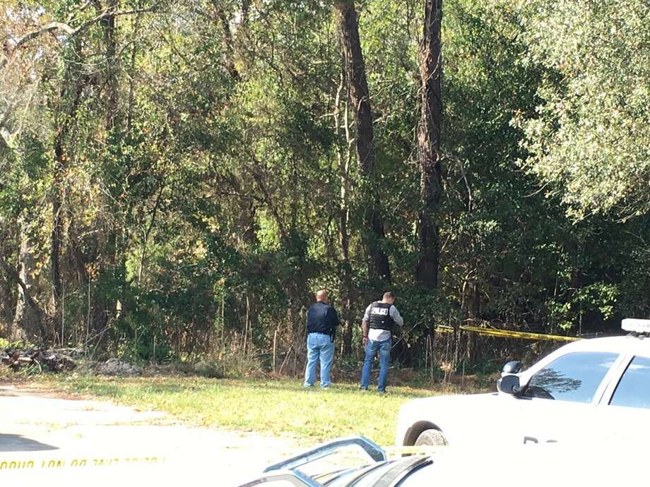 Vidor officials are investigating a body found in the 1400 block of South Main in Vidor Saturday, November 18, 2017. Photo: Krista Chandler/The Enterprise Photo: Krista Chandler/The Enterprise