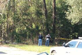 Vidor officials are investigating a body found in the 1400 block of South Main in Vidor Saturday, November 18, 2017. Photo: Krista Chandler/The Enterprise