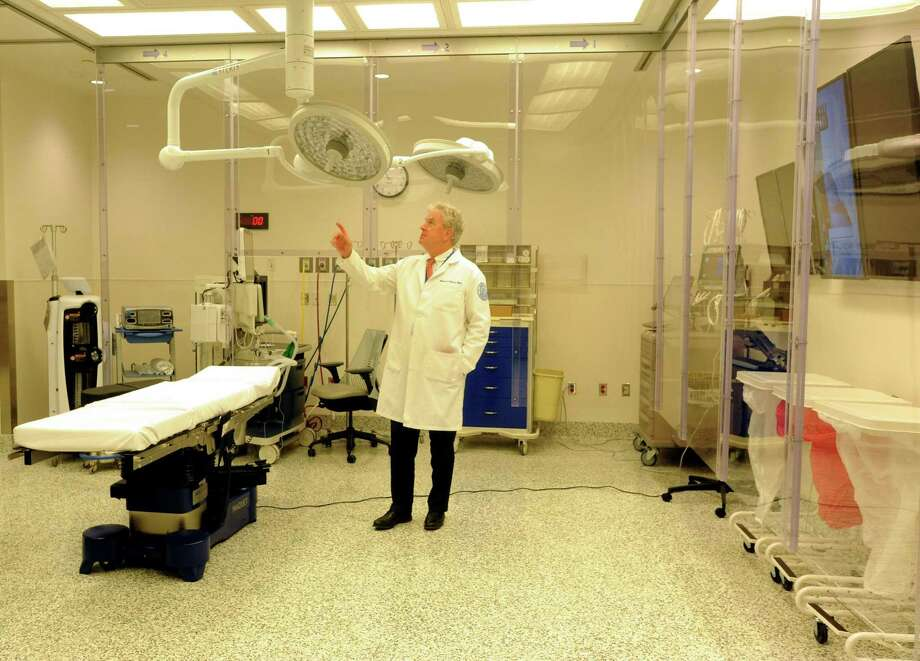 "Dr. Charles ""Chip"" Cornell, chairman of orthopedic surgery, tours the operating room in the Hospital for Special Surgery at Stamford Hospital that opened this month. Photo: Cathy Zuraw / Hearst Connecticut Media / Stamford Advocate"