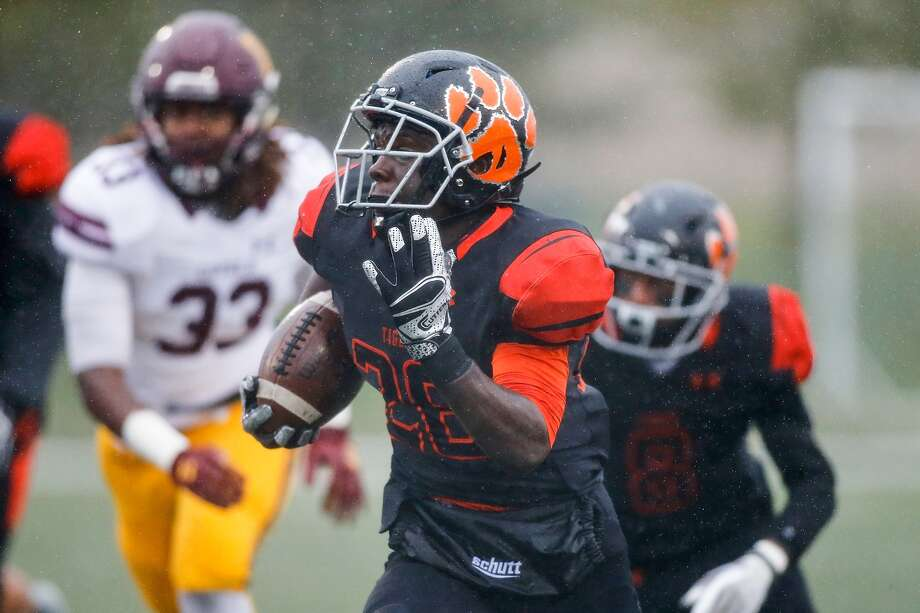 Edwardsville Tigers Justin Johnson (26) rushes during the Class 8A semifinal state playoff football game against the Loyola Ramblers, Saturday, November 18, 2017 at the District 7 Sports Complex. Photo by Scott Kane/For the Intelligencer.