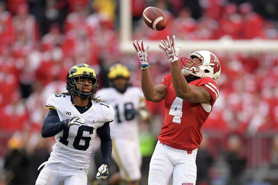 Wisconsin's A.J. Taylor, right, beats Michigan's Jaylen Kelly-Powell to haul in a touchdown pass to put the Badgers on top for good in the third quarter Saturday. Photo: Stacy Revere, Stringer / 2017 Getty Images