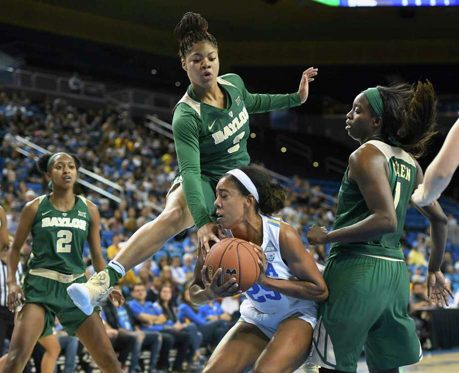 Baylor's Trinity Oliver, top, bites on a fake by UCLA's Monique Billings during the first half. Photo: Michael Owen Baker, FRE / FR171390 AP