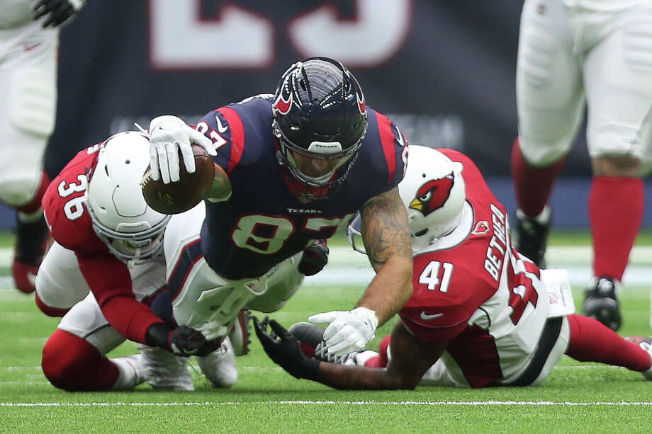 Houston Texans tight end C.J. Fiedorowicz (87) stretches to make a down while Arizona Cardinals players afety Budda Baker (36) and Antoine Bethea (41) tackle him during the first quarter of a NFL game at NRG Stadium on Sunday, Nov. 19, 2017, in Houston. Photo: Yi-Chin Lee, Houston Chronicle / © 2017  Houston Chronicle