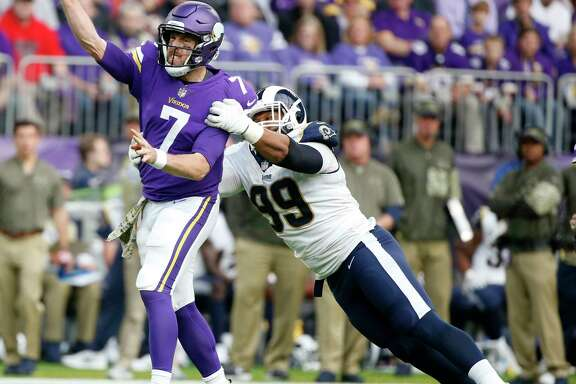Quarterback Case Keenum (7) led Minnesota past the Los Angeles Rams in a battle of NFC division leaders.