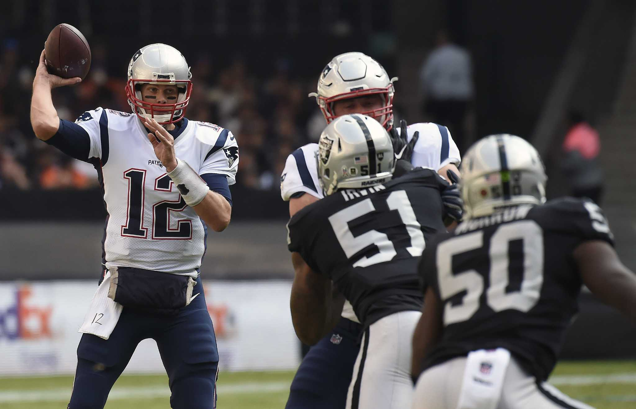 tom brady spends time with throwing coach during playoff - HD1600×1200