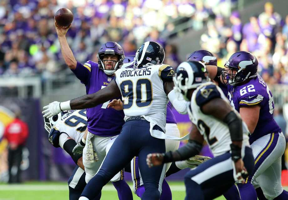 MINNEAPOLIS, MN - NOVEMBER 19: Case Keenum #7 of the Minnesota Vikings passes the ball in the second half of the game against the Los Angeles Rams on November 19, 2017 at U.S. Bank Stadium in Minneapolis, Minnesota. Photo: Adam Bettcher, Getty Images / 2017 Getty Images
