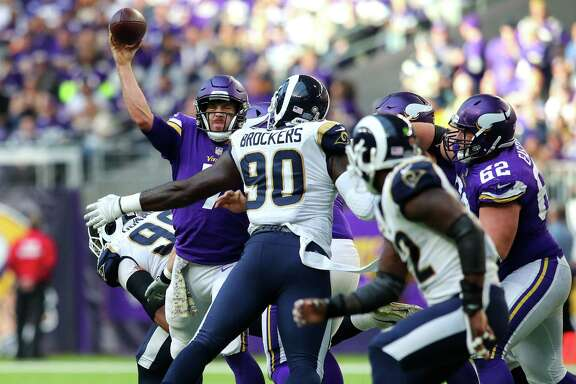 MINNEAPOLIS, MN - NOVEMBER 19: Case Keenum #7 of the Minnesota Vikings passes the ball in the second half of the game against the Los Angeles Rams on November 19, 2017 at U.S. Bank Stadium in Minneapolis, Minnesota.
