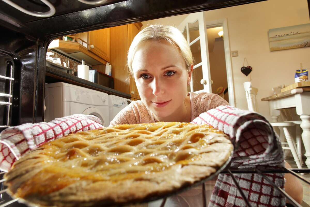 America's most popular pies An annual study finds which types of pies are America's most popular, based on data from a Thanksgiving survey sent out for the past three years. Continue through the photos to see which pies are America's most popular.