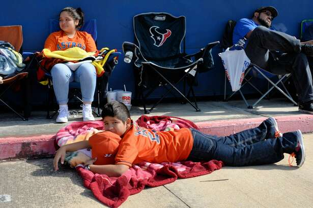 Fans of Jose Altuve wait in line for a chance to get an autograph at the Academy Sports+Oudoors in Katy on Monday, November 20, 2017.