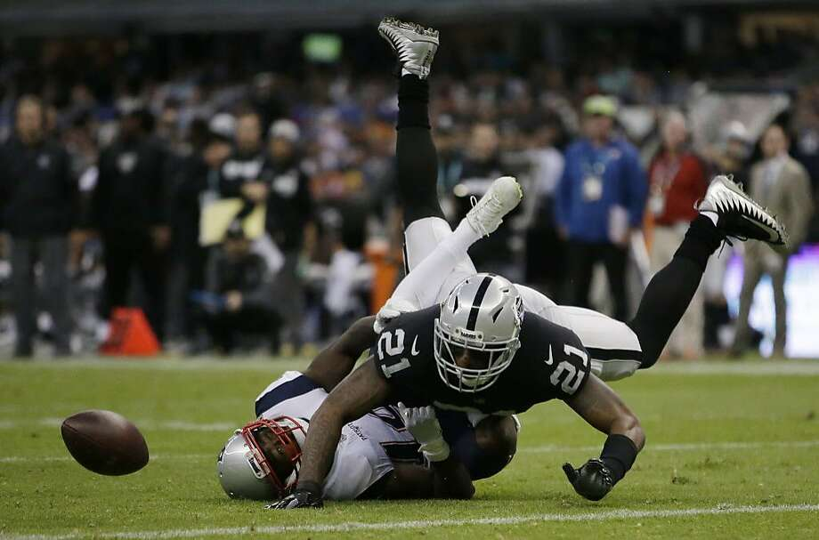 Oakland Raiders cornerback Sean Smith (21) breaks up a pass intended for New England Patriots wide receiver Brandin Cooks, left, during the second half of an NFL football game Sunday, Nov. 19, 2017, in Mexico City. The Patriots won 33-8. (AP Photo/Rebecca Blackwell) Photo: Rebecca Blackwell, Associated Press