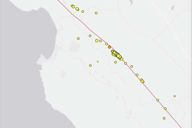 A map from the USGS shows the recent quakes tightly clustered along the San Andreas fault (red line).