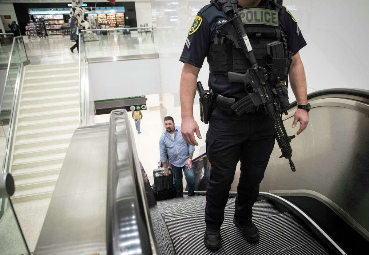 Houston Police Department officers walk the George Bush Intercontinental Airport carrying AR-15 rifles, Monday, Nov. 20, 2017, in Houston. ( Marie D. De Jesus / Houston Chronicle )