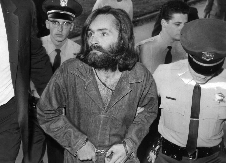 LOS ANGELES, CA - DECEMBER 3: Charles Manson is escorted to court for preliminary hearing on December 3, 1969 in Los Angeles, California.  (Photo by John Malmin/Los Angeles Times via Getty Images) Photo: John Malmin, LA Times Via Getty Images