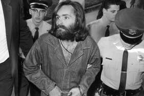 LOS ANGELES, CA - DECEMBER 3: Charles Manson is escorted to court for preliminary hearing on December 3, 1969 in Los Angeles, California.  (Photo by John Malmin/Los Angeles Times via Getty Images)