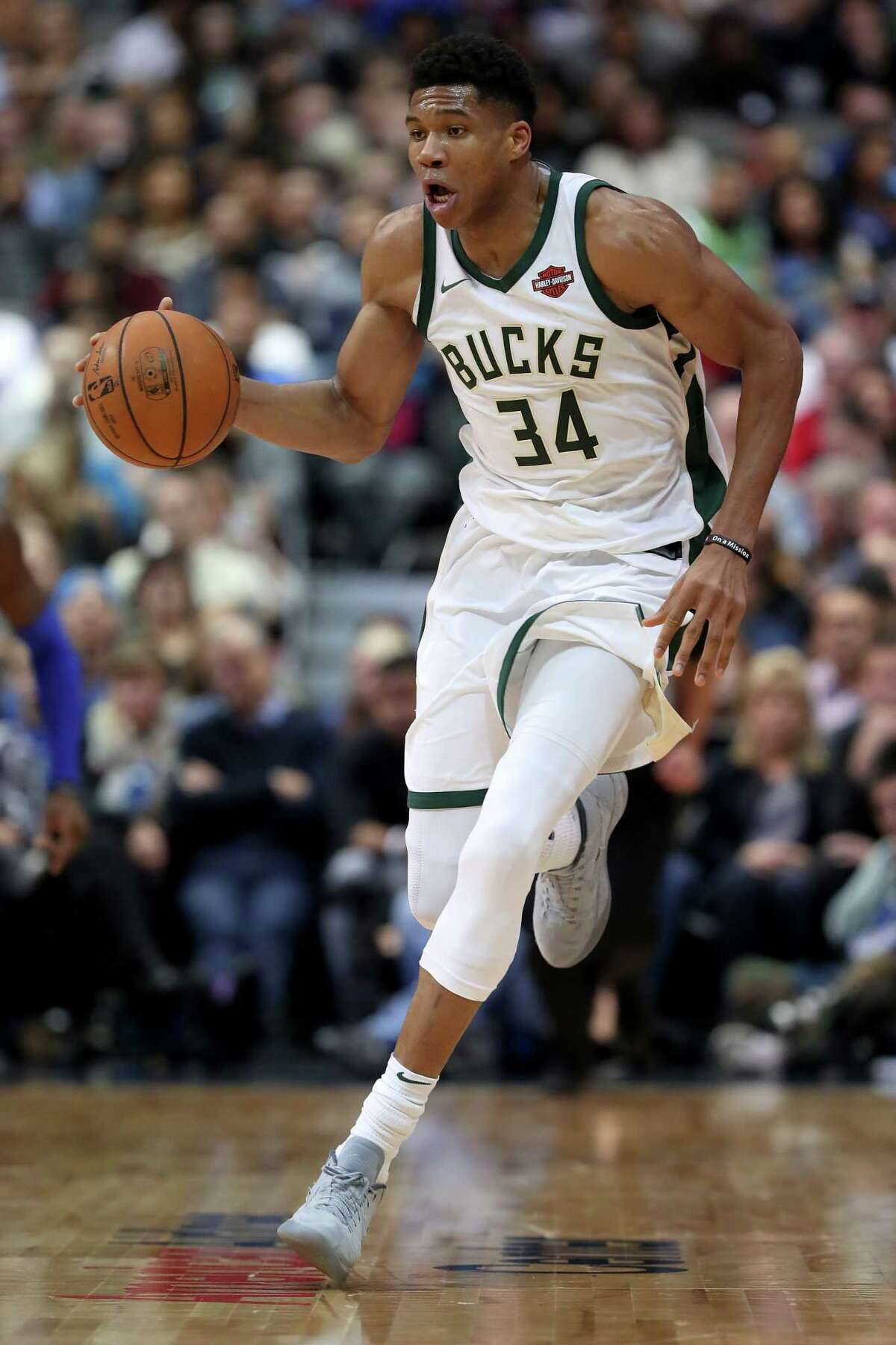 DALLAS, TX - NOVEMBER 18: Giannis Antetokounmpo #34 of the Milwaukee Bucks dripples the ball against the Dallas Mavericks in the second half at American Airlines Center on November 18, 2017 in Dallas, Texas. NOTE TO USER: User expressly acknowledges and agrees that, by downloading and or using this photograph, User is consenting to the terms and conditions of the Getty Images License Agreement. (Photo by Tom Pennington/Getty Images) ORG XMIT: 775026883