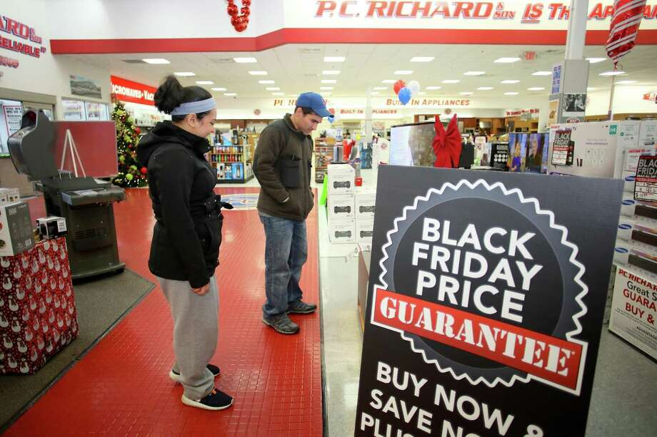 Rosa Guzman and Erik Buitrago shop for a TV at P.C. Richard & Son in Norwalk on Black Friday in 2016. Photo: Danielle Robinson Calloway / For Hearst Connecticut Media / Connecticut Post Freelance
