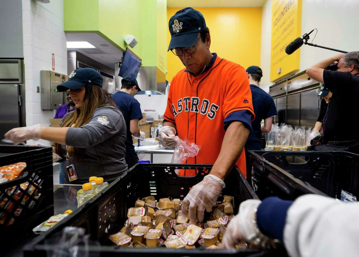 Houston Astros legend Jose Cruz helps pack lunch bags during volunteer event at the Houston Food Bank Friday, Oct. 27, 2017, in Houston. ( Godofredo A. Vasquez / Houston Chronicle )