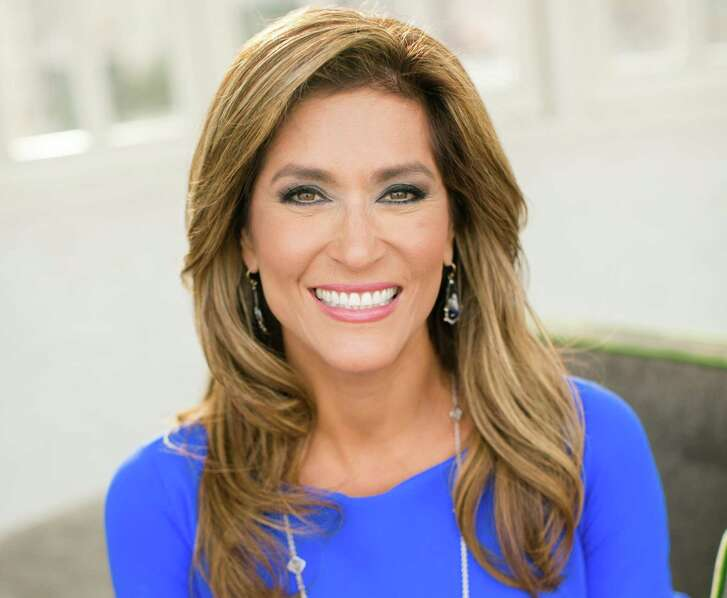 After 19 years of reporting the San Antonio news, Sarah Lucero will flash her last radiant smile as KENS-TV anchorwoman on tonight's 10 p.m. newscast.
