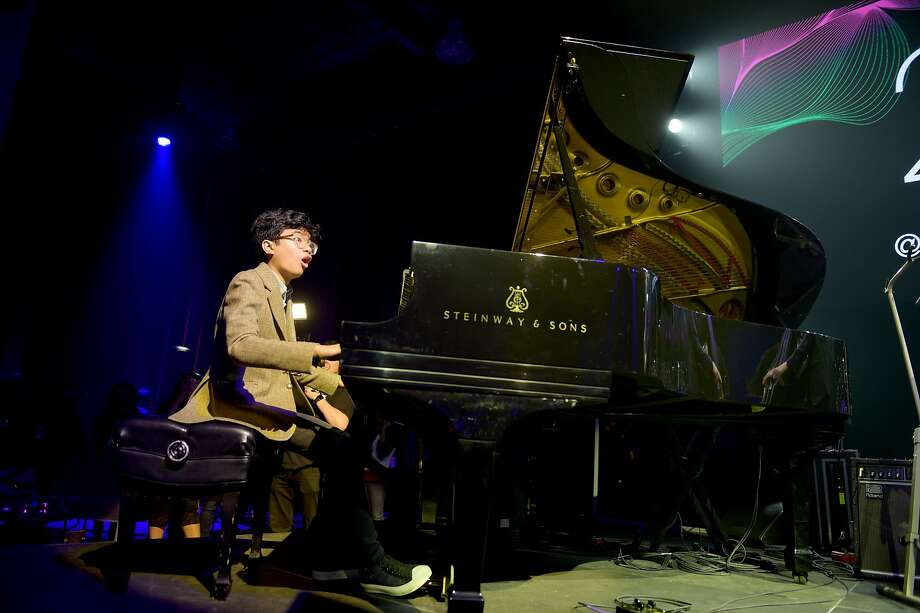 NEW YORK, NY - OCTOBER 16: Jazz pianist Joey Alexander performs onstage at VH1 Save The Music 20th Anniversary Gala at SIR Stage37 on October 16, 2017 in New York City. Photo: Jason Kempin/Getty Images For VH1 Save The Music, Getty Images For VH1 Save The Music