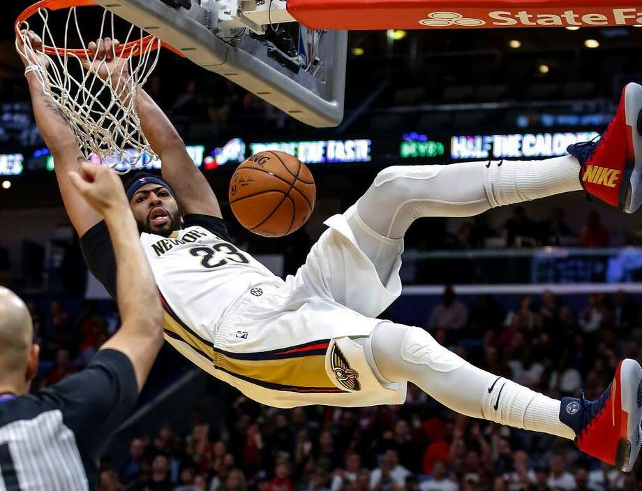 New Orleans Pelicans forward Anthony Davis (23) dunks against the Los Angeles Clippers in the second half of a Nov. 11, 2017 game in New Orleans. Photo: Scott Threlkeld /AP Photo
