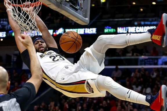 New Orleans Pelicans forward Anthony Davis (23) dunks against the Los Angeles Clippers in the second half of a Nov. 11, 2017 game in New Orleans.