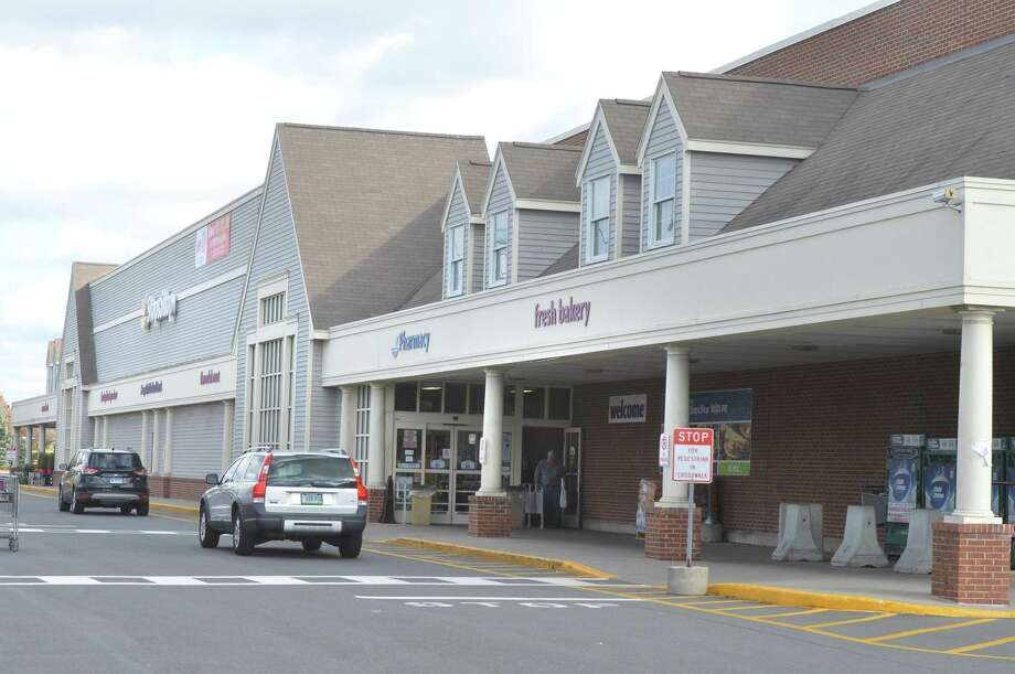 The Stop and Shop at 385 Connecticut Ave. on Monday November 20, 2017 in Norwalk Conn. Photo: Alex Von Kleydorff / Hearst Connecticut Media / Norwalk Hour